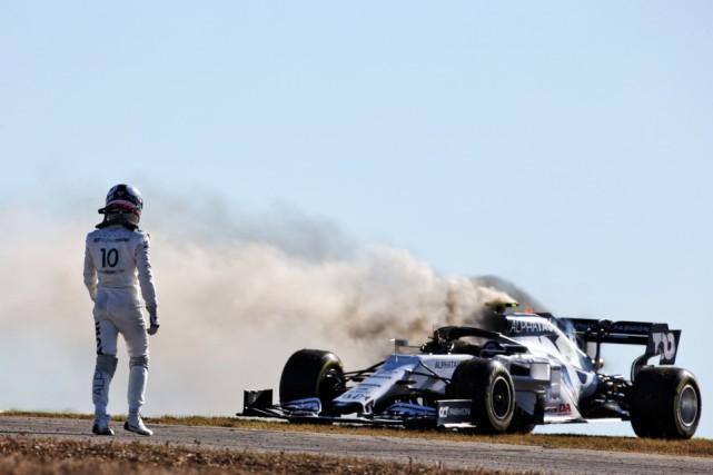 葡萄牙练习赛赛车起火  博塔斯继续霸占榜首
