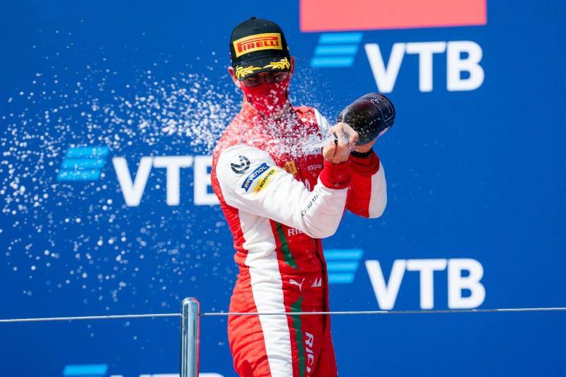 米克·舒马赫F1首秀推迟 汉密尔顿最受关注