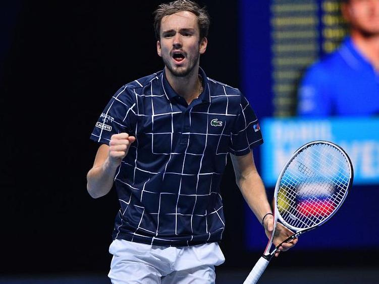 ATP年终总决赛梅德韦杰夫无人能敌,他以什么制胜