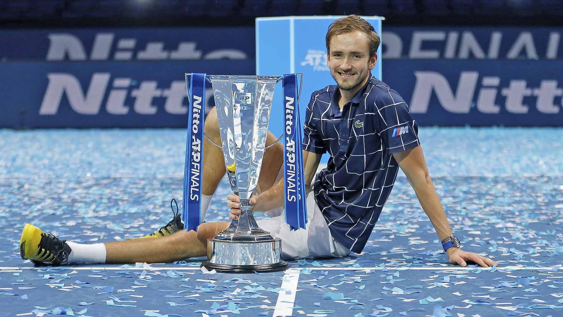 梅德韦杰夫生涯首夺ATP总决赛冠军,逆转蒂姆