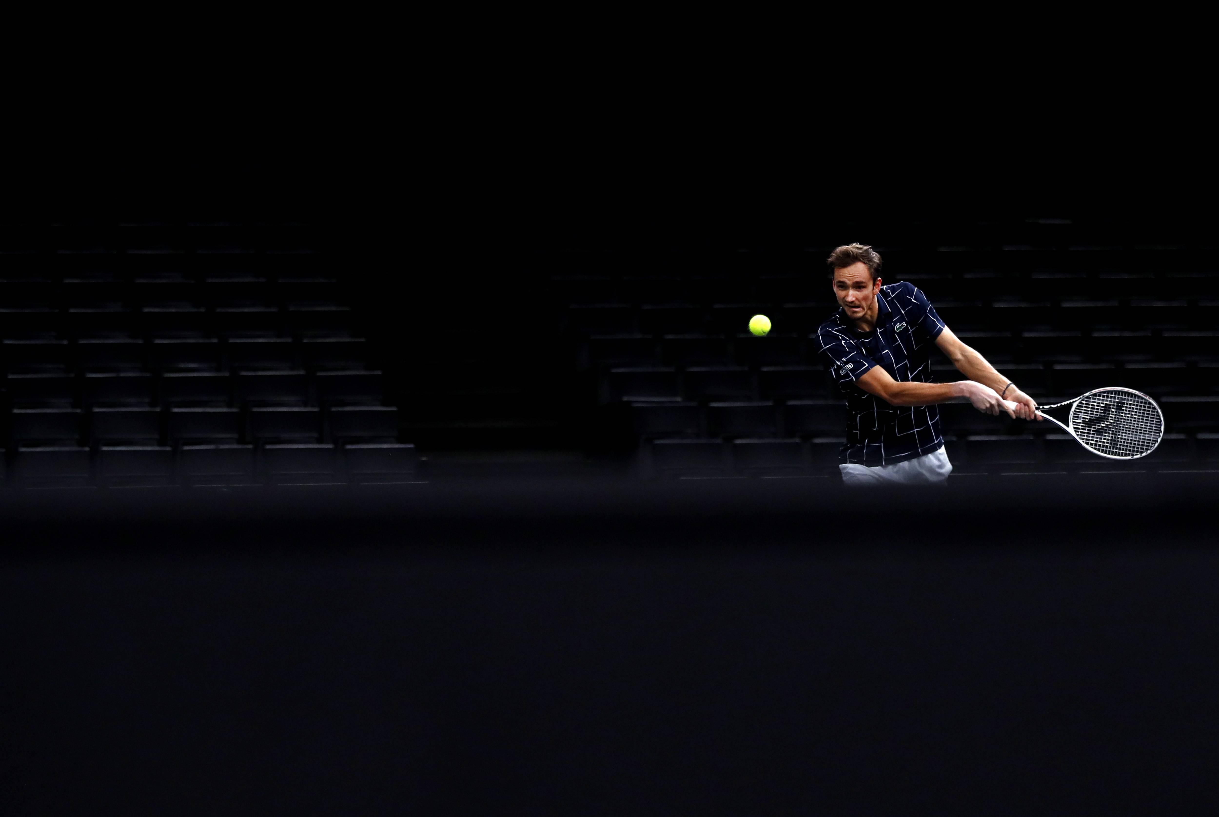 巴黎大师赛梅德韦杰夫晋级决赛,自去年上海大师赛后首进男单决赛