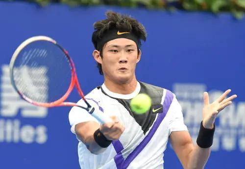 中国球员张之臻澳网资格赛首战告捷,李喆即将登场