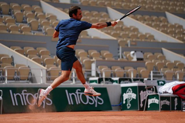 2021法网公开赛:费德勒横扫亚运冠军晋级第二轮