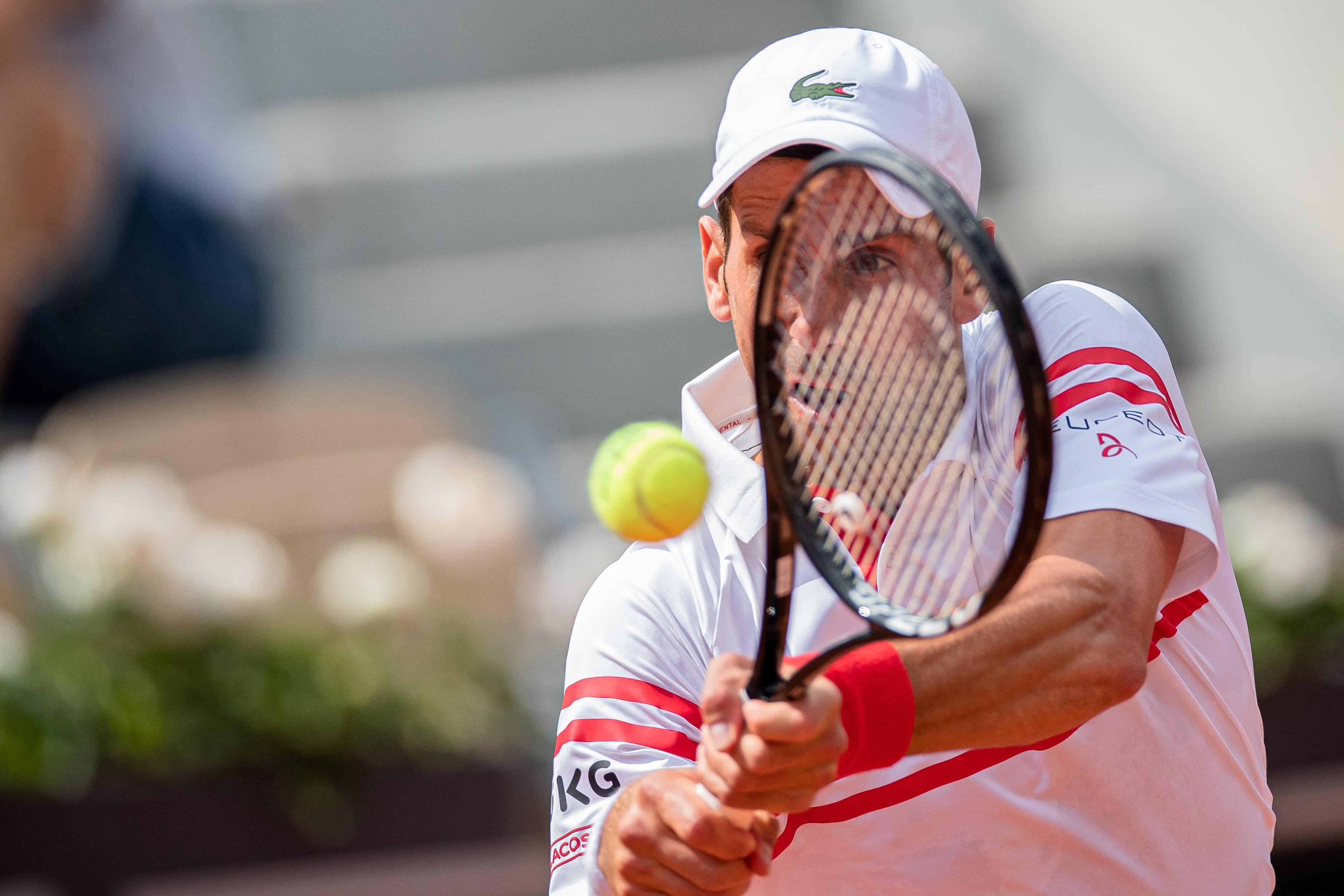 2021 French Open -- Novak Djokovic reaches third round