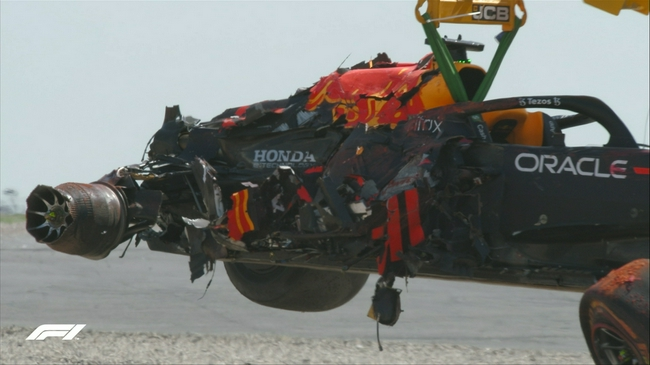 汉密尔顿与维斯塔潘撞车是谁的过错?维斯塔潘遭受生涯最严重撞击