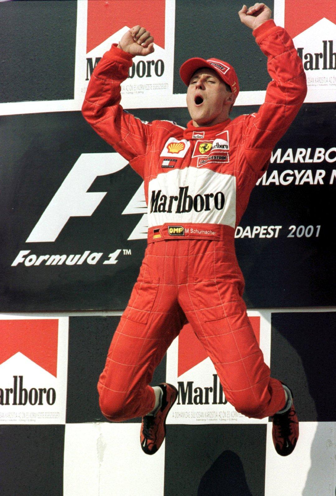 舒马赫与法拉利车队20年前的今天同时卫冕