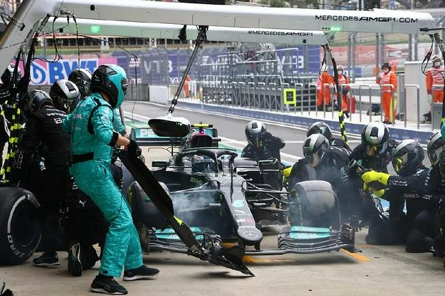 F1俄罗斯站梅赛德斯复盘策略:博塔斯先行换胎取得效果佐证