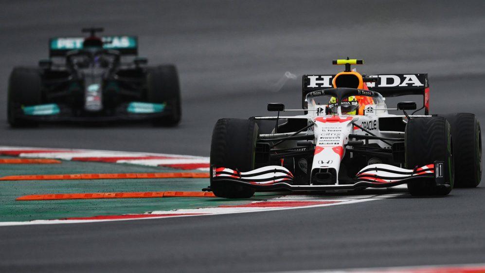 F1土耳其大奖赛红牛大获全胜,佩雷斯和汉密尔顿的攻防战成为比赛亮点