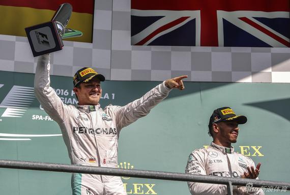 罗斯博格与汉密尔顿登上领奖台