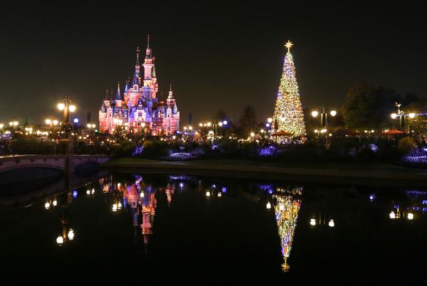 2018上海迪士尼圣诞季福利来袭,迪士尼小镇美不胜收